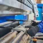 Jak działa prasa hydrauliczna i jaka jest jej budowa?