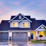 Odpowiedni wybór drzwi zewnętrznych oraz montaż okien dachowych