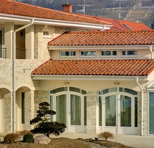 каменный фасад